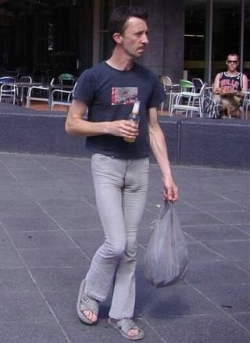 Funny photos - Man like tight jeans