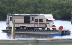 Funny photos - The house boat