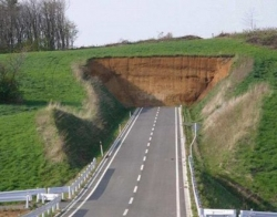 Funny photos - The road to nowhere