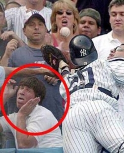 Funny photos - Scared of foul ball