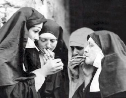 Funny photos - Nuns smoking