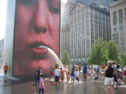 Funny photos - Spitting fountain