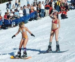 Funny photos - The hot skiers