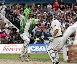 Sportsmen photo - The cricket dance