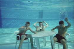Funny photos - Sit in the water