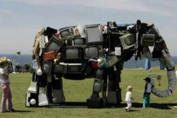 Funny photos - Garbage elephant