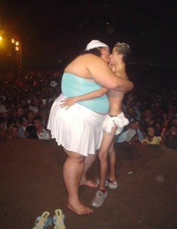 Funny photos - Love and weight