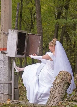 Funny photos - Whose bride?