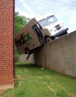 Funny photos - Fed Ex delivery Service