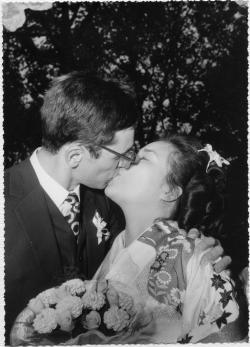 Kiss pictures - Japanese kimono kiss