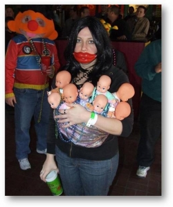 Halloween pictures - A woman and eight child