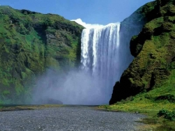 Nature Wallpaper - Imposing waterfall