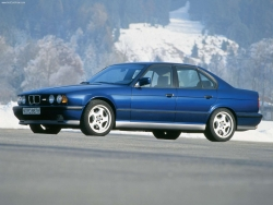 Car Wallpaper - BMW M5 1990