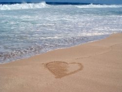 Valentine/Love Wallpaper - Heart in sand